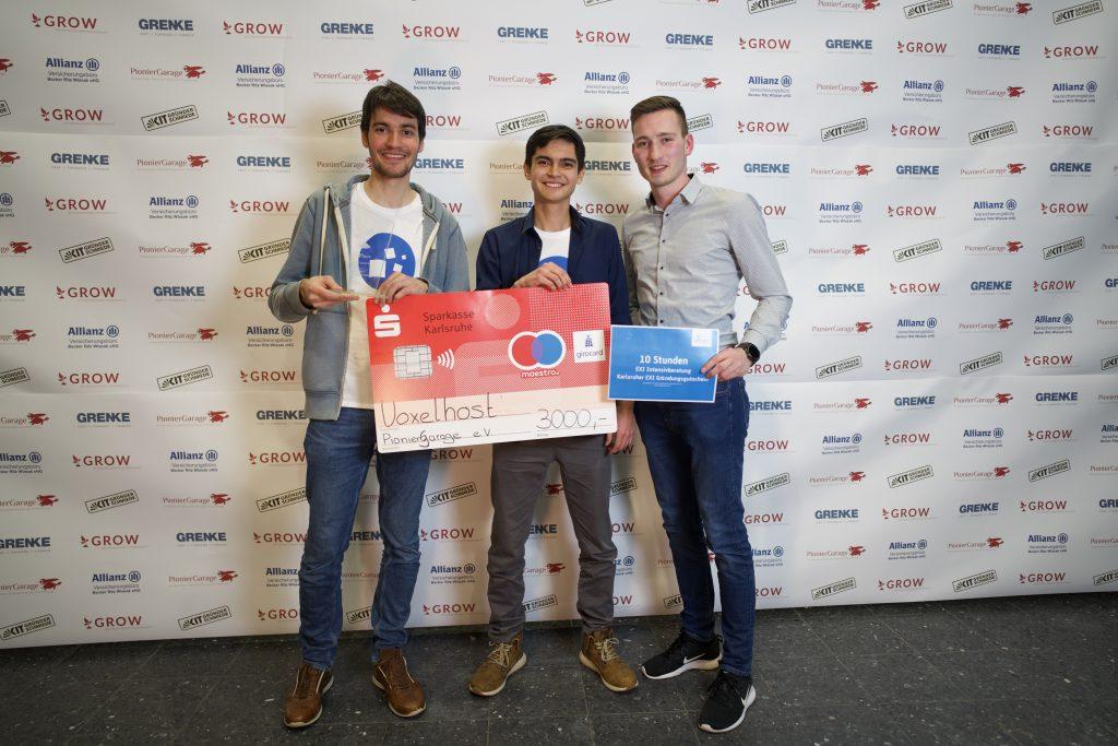 Die zwei Gründer des Startups Voxelhost gewinnen den Wettbewerb GROW in Karlsruhe. Bild: Pioniergarage